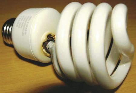 uszkodzenie rurki świetlówki